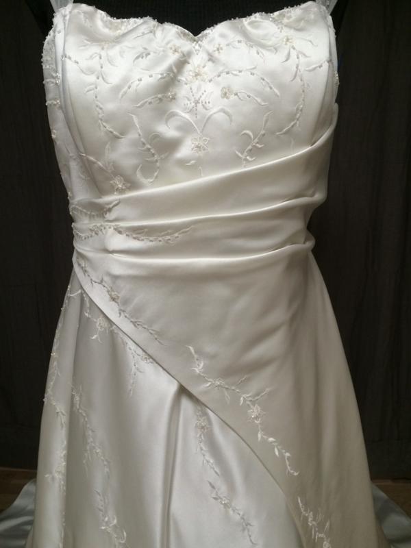 c433f9a8 Str 42 · Denne kjolen i str 50 har plass til en stor byste, samtidig som de  fine ...