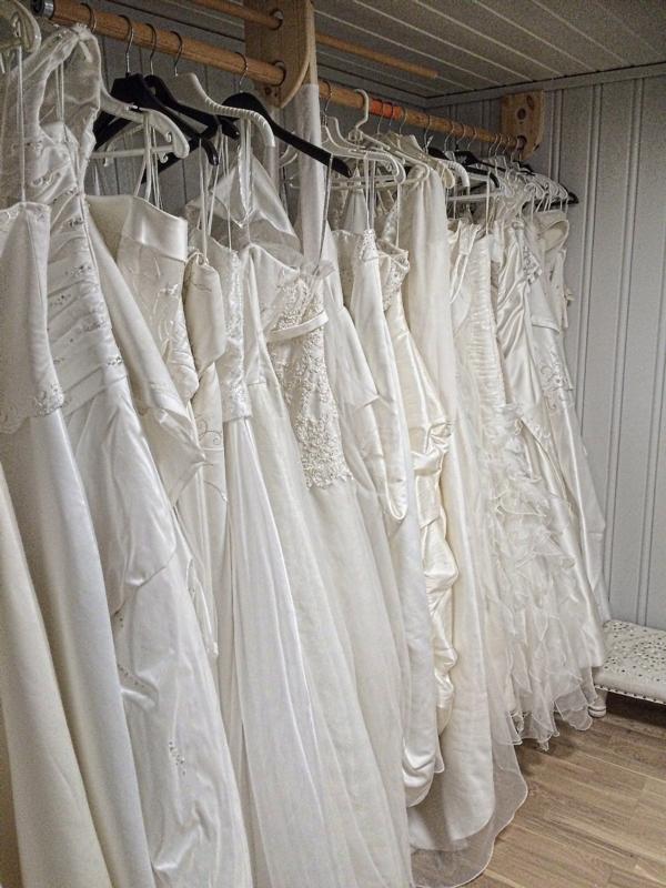 58466204 Litt av hva vi kan tilby. Vårt kjolesortement spenner over størrelsene 34 -  50 ...