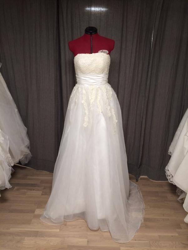fc65b720 ... Dette er kjolen for deg som nærmer deg 1.90 m med høye hæler.